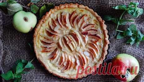 Нормандский яблочный тарт (La tarte normande aux pommes) сочетает в себе великолепие регионального терруара: спелые яблоки и кальвадос, самые свежие сливки и сливочное масло. Остальное дело вкуса и техники: обычная духовка или печь, сахар, мука, фламбе…