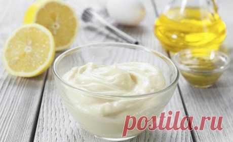 Чем заменить майонез?  Если по каким-либо причинам вы не употребляете майонез, ему найдется достойная замена - это соус, который не уступает майонезу, а наоборот, более полезен.  Заменяем майонез на соус: 3 ст ложки оливкового масла 1 ст ложка лимонного сока или яблочного уксуса 1 ч ложка горчицы 7 ст ложек сметаны соль и перец - по вкусу.  Приготовление: 1. Смешиваем до однородной массы масло, лимонный сок , горчицу, соль, перец. 2. Добавляем сметану и перемешиваем. 3. По...