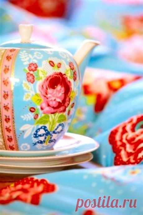 Пусть новый день принесёт только добрые вести. А начнётся он, конечно же, с доброго утра и хорошего настроения!