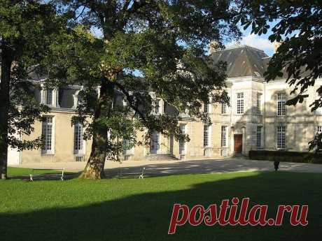 Замок де Сирей-сюр-Блэз и влюбленный Вольтер