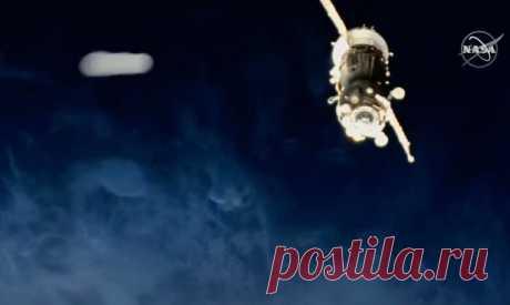 НЛО на огромной скорости столкнулся с Международной Космической Станцией