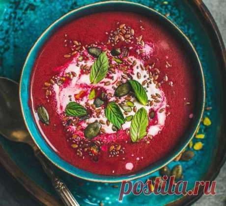 Детокс-суп из сырой свёклы Детокс-суп, который не требует приготовления, обеспечит вам прилив энергии и очищение организма! Потребляя сырые продукты, вы получаете всю их пользу, которую дала им природа.