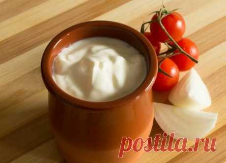 Как сделать полезный кисломолочный продукт дома из обычного молока и покупной сметаны | Кулинарные записки обо всём | Яндекс Дзен