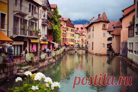 Городок Анси Анси́ (фр. Annecy), иногда пишется и как Аннеси́ — город на востоке Франции, расположенный на северном берегу озера Анси около 60 км к югу от Женевы. Является столицей департамента Верхняя Савойя, нас…