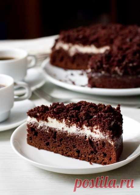 Шоколадно-кофейный пирог со сметанным кремом. Это простой и вкусный десерт для любителей шоколада