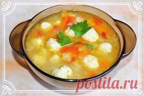 Овощной суп с сырными шариками-клецками (рецепт на скорую руку)   Ингредиенты:  Картофель 2-3 шт.  Перец сладкий болгарский 1 шт.  Показать полностью…