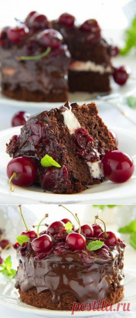Шоколадный торт с бальзамической вишней.