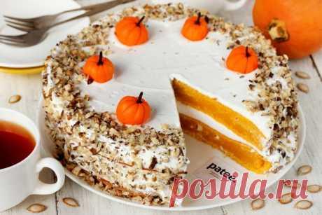 Тыквенный торт В осеннюю пору блюда из тыквы пользуются особой популярностью! И не зря, ведь тыква- овощ не только полезный и вкусный, но и универсальный! Не только в первые и вторые блюда можно добавлять тыкву- в десертах и выпечке она не менее хороша! Тыквенный торт, приготовленный по этому рецепту- просто потрясающий и эффектный десерт! Коржи (с добавлением тыквенного пюре в тесто) ярко оранжевого цвета в разрезе на контрасте с белыми взбитыми сливками смотрятся очень а...