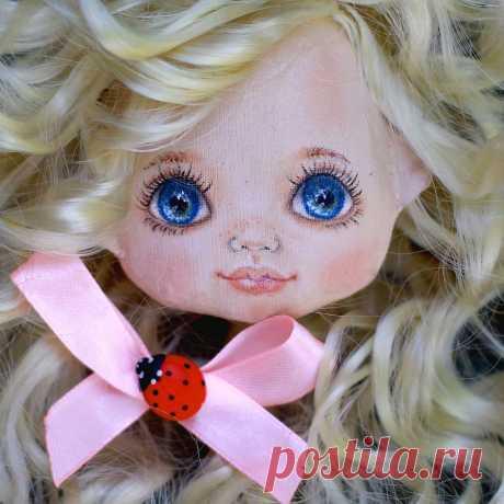 Публикация Создаю текстильные куклы в Instagram • Авг 10 2016 в 8:44 UTC 274 отметок «Нравится», 24 комментариев — Создаю текстильные куклы (@vodnat) в Instagram: «Я такой человек, который может сделать работу, лечь спать вполне довольным результатом,а утром…»