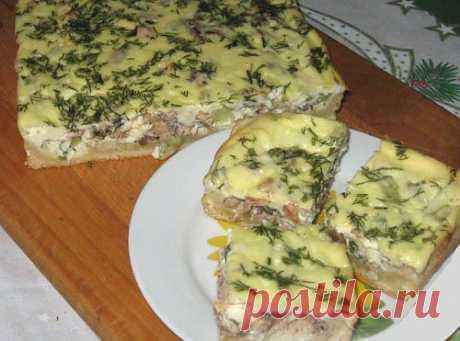 Рыбный пирог с сайрой и сметаной / Простые рецепты