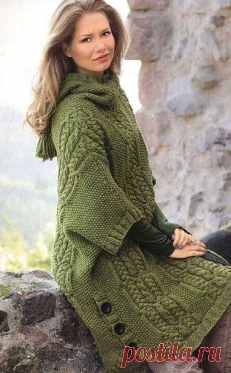 Не сложная в работе моделька женской одежды, так что - утепляемся!Вяжем пончо с капюшоном спицами.