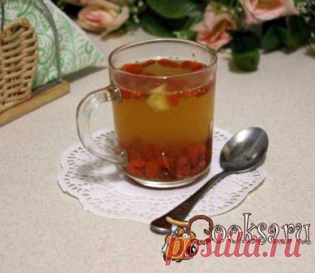 Чай с ягодами годжи, имбирём и мёдом Чай с ягодами годжи, имбирём и мёдом - вкусный и полезный горячий напиток. Его рекомендуют пить по три чашки в день для желающих расстаться с лишними килограммами. Так же этоп напиток хорошо помогает при простуде, для промозглых осенних дней это весьма актуально. Но обратите внимание, что имеются противопоказания, его не стоит употреблять людям с повышенным давлением, с заболеваниями почек, беременным и кормящим женщинам.