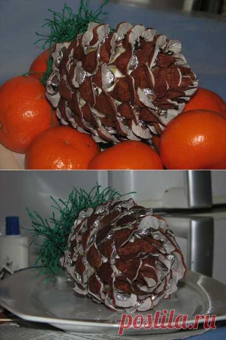 Рождественская шишка из конфет