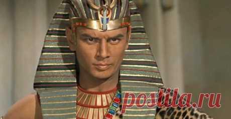А вы знали, с какой целью фараоны Древнего Египта носили на голове странные полосатые платки?   C A E S A R   Яндекс Дзен