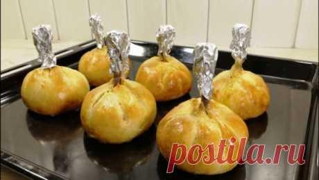Горячее блюдо на ближайший праздник. Мои гости в полном восторге! - Сайт для женщин Потрясающе вкусное и красивое горячее блюдо к праздничному столу! Попробуйте! Ингредиенты: 7 куриных ножек соль острый чили перец паприка куркума 2 зубчика чеснока 1 ст.л. растительного масла 2 ст.л. плавленого сыра Тесто: 250 гр муки 0,5 ч.л. соли 0,5 ч.л. сахара 1 ч.л. разрыхлителя теста 1 яйцо 150 гр сметаны 1 ст.л. растительного масла Приятного …