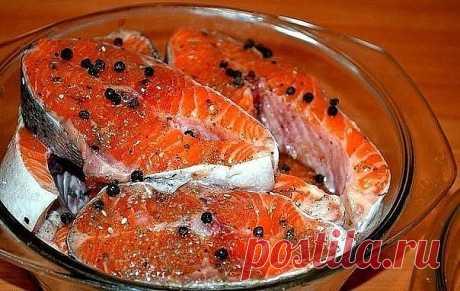 Солим рыбу вкусно! (разную рыбу) Рыбу, приготовленную таким способом, можно кушать уже через 2 часа. Но еще вкусней она получится, если постоит немного в холодильнике и пропитается маслом. Вы берите рыбку на свой вкус. Потребуется: -2 рыбки -лук по вкусу (его можно побольше, очень вкусный) -вода комнатной температуры 400 мл -соль 2 столовых ложки без горки -масло подсолнечное (можно с запахом, кому нравится) 200 мл -лавровый лист 3 штуки -гвоздика 3 штуки -перец горошком 1...