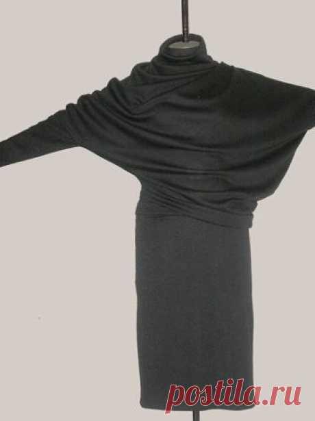 Интересный перекошенный крой платья (Шитье и крой) Интересный перекошенный крой показала Natamoda. Его автор неизвестен. Клиентка принесла готовый блузон регулярной вязки от своей подруги. По нему была снята выкройка, скорректирована, и пошито плат…