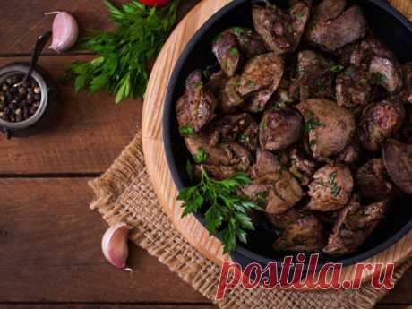 Куриная печень в красном вине с луковым вареньем - Smak.ua