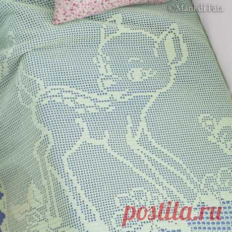Scheme to realize the cot blanket with crochet filet Bambi