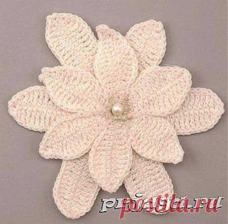 Вязание крючком цветка с жемчужиной