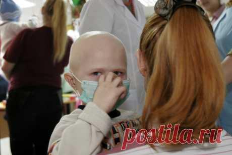 «Когда Фриске везли лечиться в США, я уже знал, как она умрет»  Российский онколог-инноватор рассказал, возможно ли вовремя разглядеть рак, кто и как может это сделать, имеет ли смысл собирать миллионы рублей на лечение, есть ли шанс выжить.  «Рак бедных» и «рак …