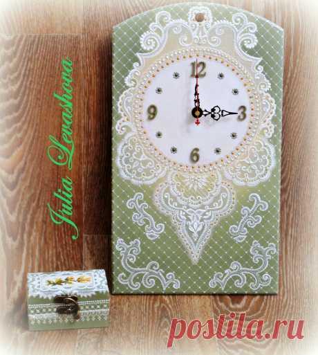 Часы и маленькая шкатулка с имитацией кружева (точечная роспись контурами)