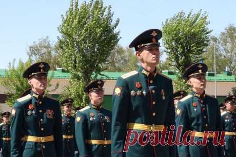Молодые лейтенанты пополнили войска ЦВОв2020 году — Рамблер/новости