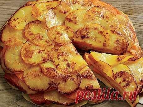 Вкусный картофель «Буланжер»  Ароматный и сочный! Вкусно,как в ресторане!  Вам понадобится:  - 1 кг картофеля  - 2 головки репчатого лука  - 60 гр. сливочного масла  - 400 мл. молока  - соль  - молотый черный перец