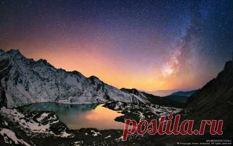 Фото дня. Тихая ночь в непальских Гималаях.