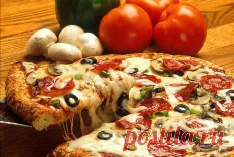 Пицца: 3 моментальных варианта теста и 7 лучших начинок 1. Кефирное1 стакан кефира2-2,5 стакана муки (или сколько возьмет тесто)1 яйцо1 ст.л. растительного масла без запаха½ ст.л. сахара1/2 ч.л. содыСольШаг 1. Муку просеять, смешать с содой и солью.Шаг 2. …