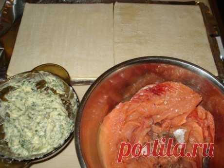 """Рыба в тесте """"Просто как в песне""""))))   Лучшие рецепты Повара           Рыба в тесте """"Просто как в песне""""))))Ингредиенты:●горбуша (килограмма на полтора),●масло сливочное - 250 гр.,●тесто готовое слоеное - 1 упаковка (в этот раз у меня ок…"""