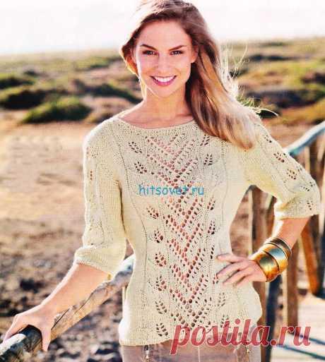 Вязаный пуловер с ажурной полосой - Хитсовет Вязаный пуловер с ажурной полосой. Пряжа, состоящая наполовину из хлопка и наполовину изо льна, а также ажурные узоры на фоне лицевой глади идеально подходят для этого приталенного пуловера.