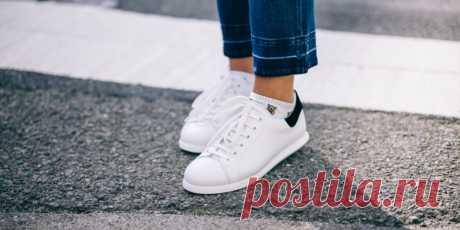 Как почистить белые кроссовки, чтобы они выглядели как новенькие Лайфхакер собрал проверенные и доступные способы ухода за белыми кроссовками в домашних условиях.