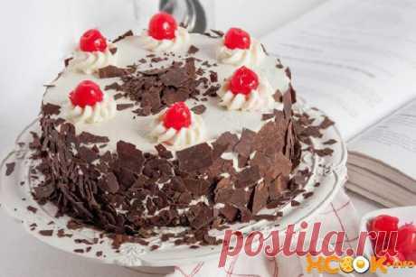 La torta clásica los Bosques foliáceos con la guinda