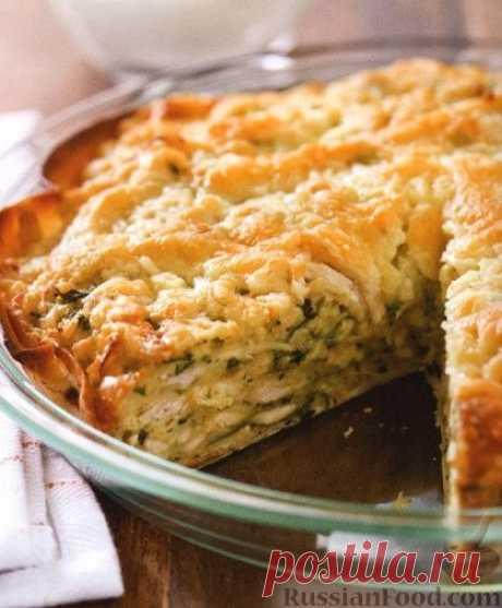 Пирог с куриным мясом, острым перцем и сыром. Для этого пирога не нужно замешивать тесто, в качестве основы используется лепешка тортилья или лаваш, а для начинки понадобится куриное мясо, острый перец, сыр и специи.