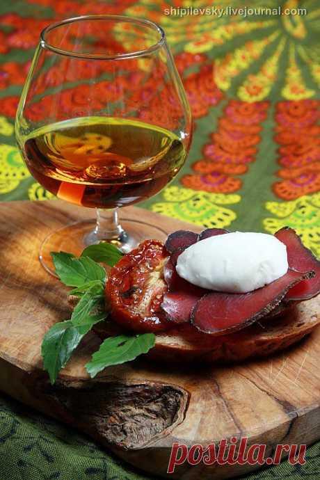Вяленые помидоры. Вяленые помидоры - настоящая жемчужина итальянской кухни и вкуснейшая штука.