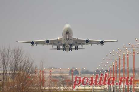 Фото ICV Boeing 747-400 (LX-YCV) - FlightAware