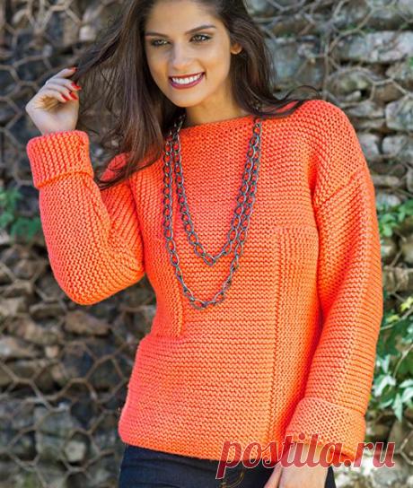 Пуловер спицами ассиметричным рисунком платочной вязки.