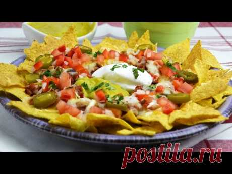 Chili Cheese Nachos - Beef & Bean Chili Nachos with Guacamole & Sour Cream Learn how to make chili cheese nachos with pico de gallo, jalapeño, guacamole and sour cream. These delicious nachos are the perfect game day snack!  ► Beef & Bean Chili https://www.youtube.com/watch?v=umWmqa-S7dc  ▼ INGREDIENTS LIST:  - 200 g (7 oz) of c