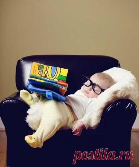 Малыши-интеллектуалы засыпают вот так )