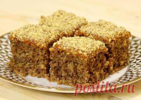 Вкусный постный пирог с орехами и вареньем - очень удачный и бюджетный рецепт. Нежный и на удивление вкусный пирог без молока и яиц из ингредиентов, которые есть в каждом доме.