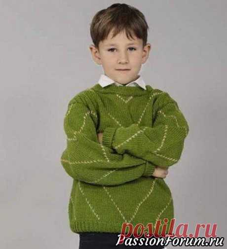 Зеленый пуловер для мальчика | Вязание спицами для детей Продолжаю делиться своими находками!Зеленый пуловер для мальчика 7 лет связан спицами.описание и схемы вязания.  Размер: на 7-8 лет Материалы: 300 г пряжи зеленого цвета (80% акрил, 20% шерсть, 260 м/100 г), 50 г пряжи бежевого цвета такого же качества, круговые спицы № 3.  Резинка...