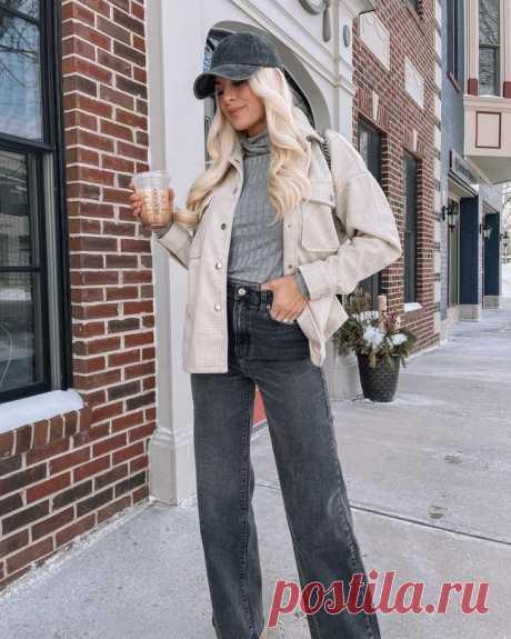 Как и с чем носить серую водолазку Водолазка является культовым элементом гардероба женщин. Она универсальна, подходит под брюки, юбки, платья, туники, сарафаны, джинсы. Серый цвет – тренд сезона, поэтому серые водолазки актуальны как ...