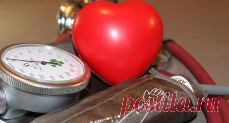 5 продуктов для завтрака, которые снижают давление Высокое кровяное давление заставляет сердце работать больше, чтобы перекачивать кровь по телу. Со временем эта повышенная интенсивность может вызвать набухание и сужение кровеносных сосудов, что создает основу для развития сердечных заболеваний.