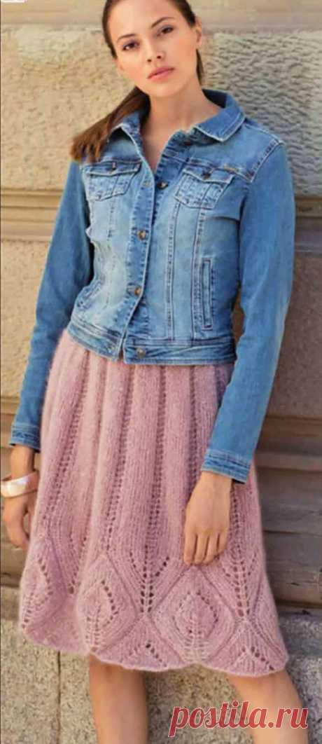 Пышная вязаная юбка Агио в складку с ажурным узором снизу спицами – схема вязания с описанием