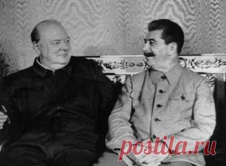 """Какие высказывания Черчилля о русских разозлили Сталина Несмотря на поддержку СССР во время Второй мировой войны, английский премьер-министр Уинстон Черчилль называл себя """"самым последовательным противником коммунизма"""". Он не был добрым другом Советов, а всего лишь временным союзником, что очень в духе британской внешней политики, поэтому ему приписывают множество фраз относительно СССР. Одна из них """"Достаточно остановить советскую экспансию, и они уничтожат себя сами без ..."""