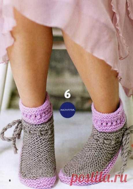 Простые вязаные спицами носочки с описанием. Еще успеете связать и подарить.