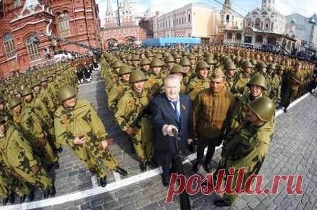 Какие страны могут войти в состав России? Прогноз Владимира Жириновского На прошлой неделе лидер ЛДПР предложил внести в Конституцию поправку, предусматривающую вхождение в состав России других государств.