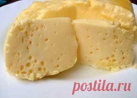 Вареный омлет в пакете, по вкусу, как сливочный сыр. Мягкий и сочный, но при этом приготовленный без капли масла или жира. Такой омлет идеально подойдет и для детского завтрака. Конечно, можно приготовить и обычный на сковороде, но сделанный таким образом он очень нежный и диетический, так как не имеет корочки и готовится без добавления масла. Итак: 3 яйца, 2/3 стакана молока, соль.