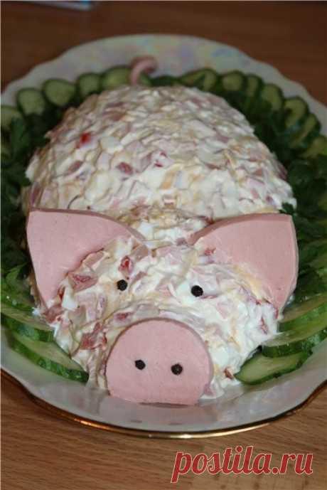 Девочки и мальчики -кулинары нашей группы! Идеи украшения салатика на 2019 год- свинки!